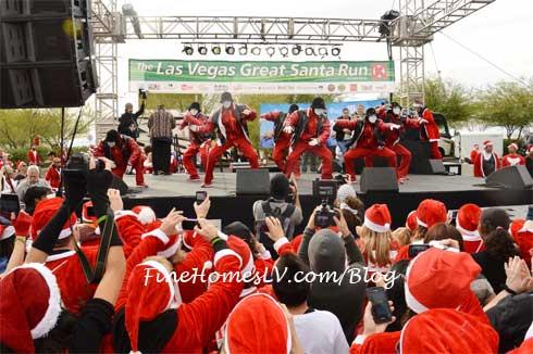 Jabbawockeez at Great Santa Run