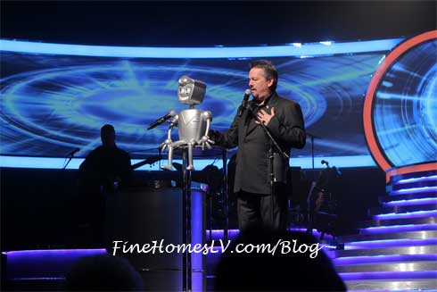 Rusty The Robot At Terry Fator Show