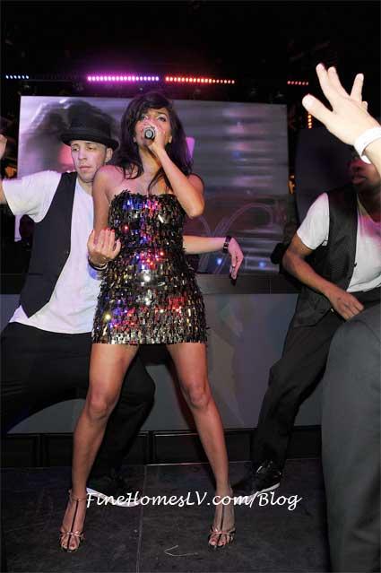 Nadia Ali Sings