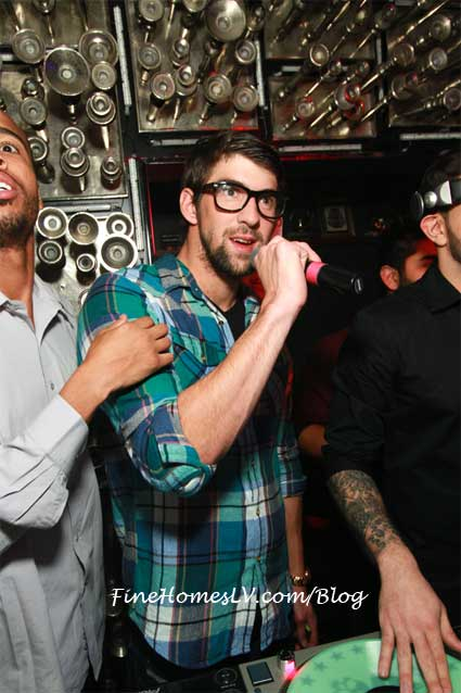 Gold Medalist Michael Phelps Parties At Hyde Bellagio Las Vegas Club