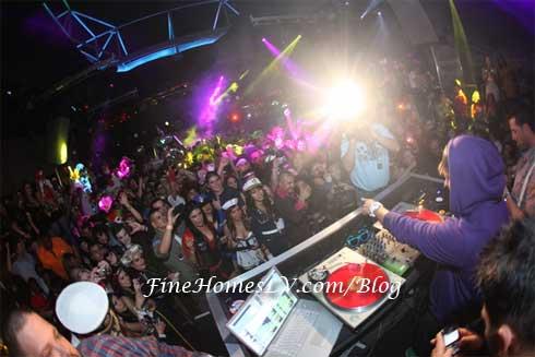 DJ Pauly D Spinning at Moon Las Vegas Nightclub