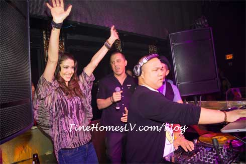 Shannon Elizabeth at DJ Booth
