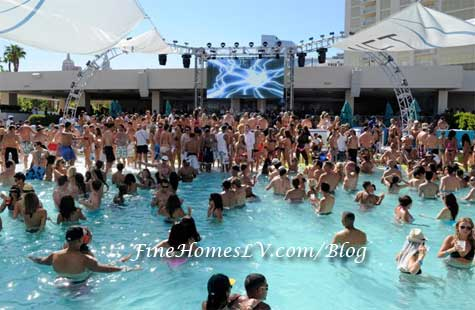 Wet Republic on Labor Day Weekend